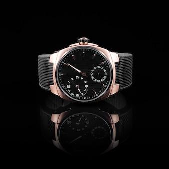 Orologi svizzeri su sfondo nero
