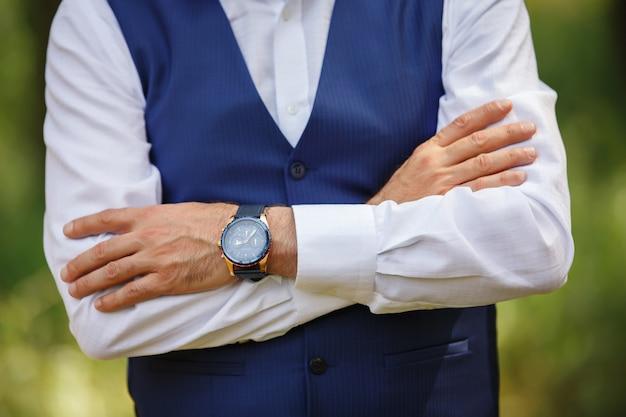 Orologio da uomo, orologio da polso a portata di mano da uomo, scadenza, tempo di apertura, avvio.