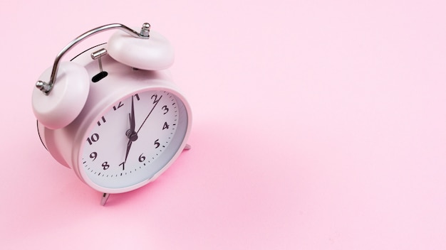 Orologio del primo piano con priorità bassa dentellare