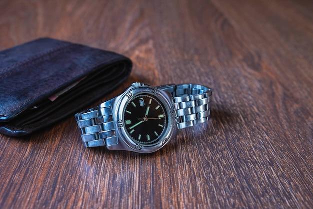 Orologio e portafoglio in acciaio inossidabile