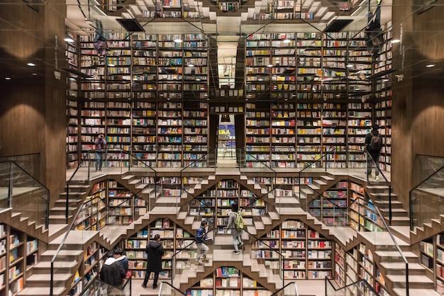 Orologio libro pavilion, questa è una libreria a chongqing, in cina.