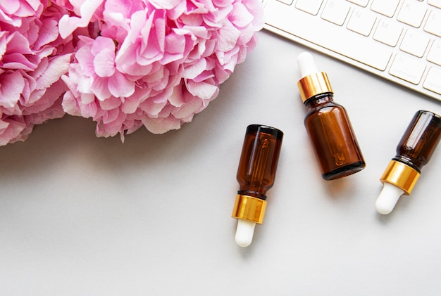Ortensia rosa e olio da massaggio