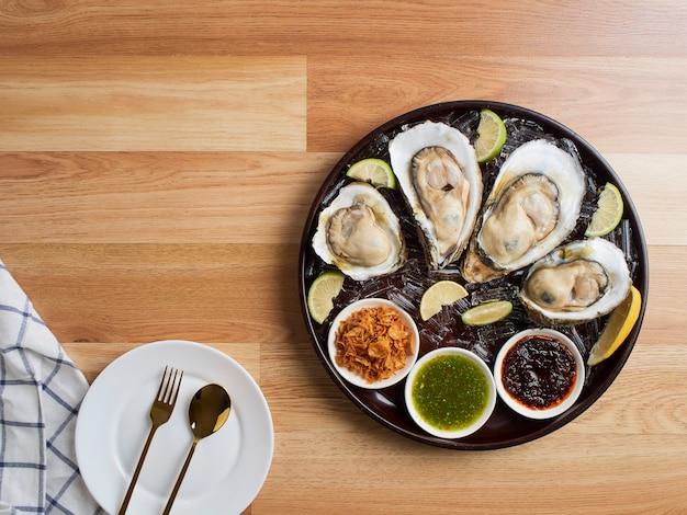 Ostriche con salsa piccante in stile tailandese.
