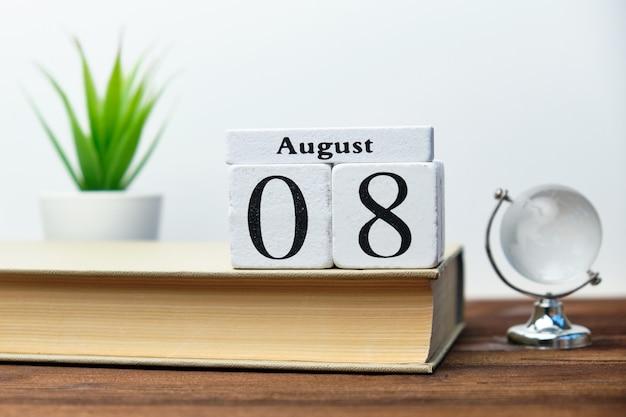 Ottavo giorno del mese concetto di calendario su blocchi di legno