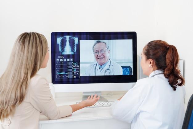 Ottenere la consultazione di un chirurgo ortopedico