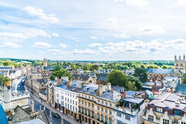 Oxford, regno unito - 29 agosto 2019: veduta dall'alto di high street di oxford