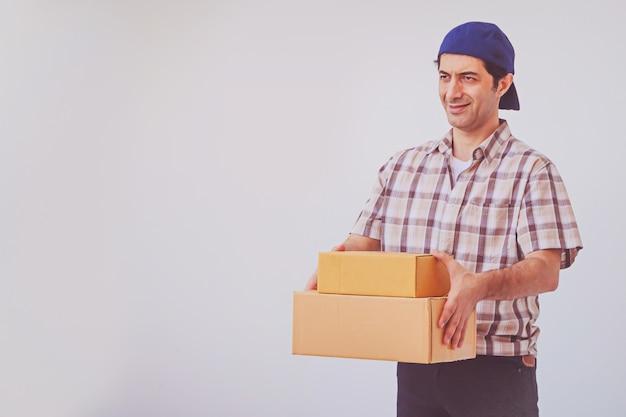 Pacchetto asiatico della scatola della tenuta del giovane, fattorino