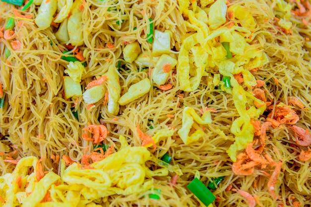 Pad thai, cibo di strada in tailandia.
