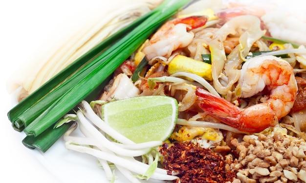 Pad thai è famoso cibo tailandese