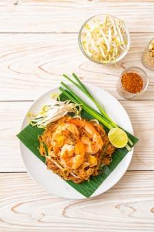 Pad thai noodles di riso saltati in padella