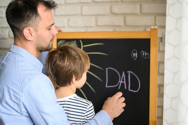 Padre e figlio che riuniscono