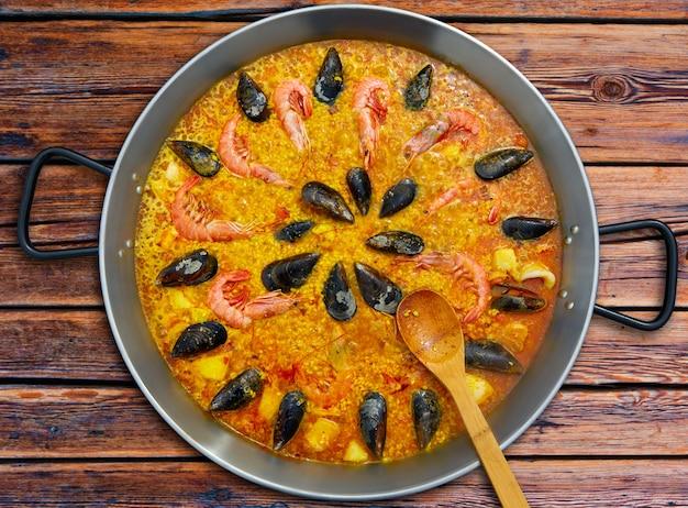 Paella di pesce dalla spagna ricetta di valencia