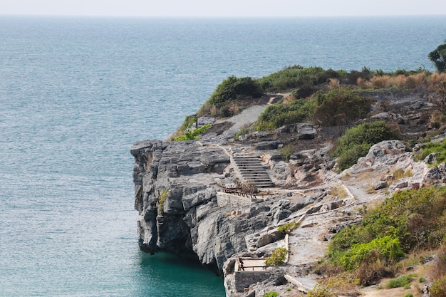 Paesaggi dell'isola e del mare di ko sichang nella provincia di chonburi.