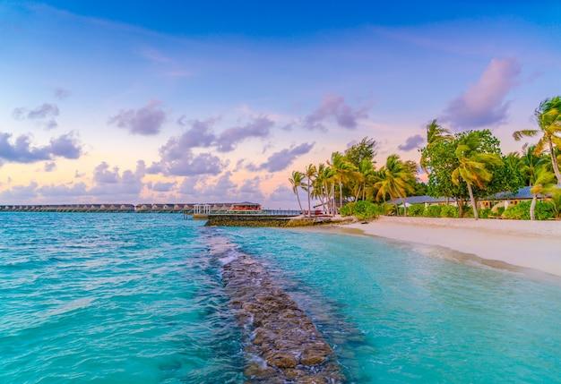 Paesaggi di lusso del paesaggio di sole del sole di maldive