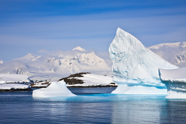 Paesaggio antartico dell'iceberg
