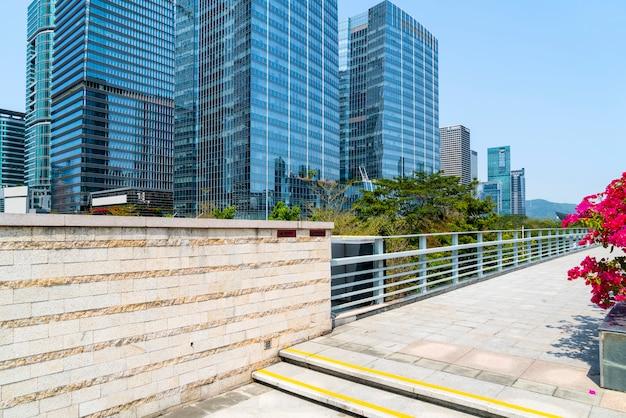 Paesaggio architettonico di edificio commerciale in centro città