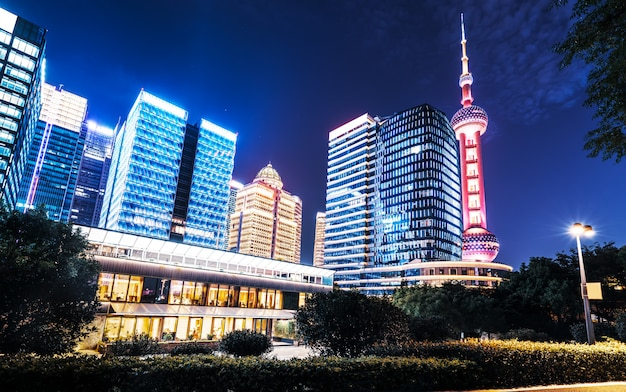 Paesaggio architettonico urbano di nightscape a shanghai