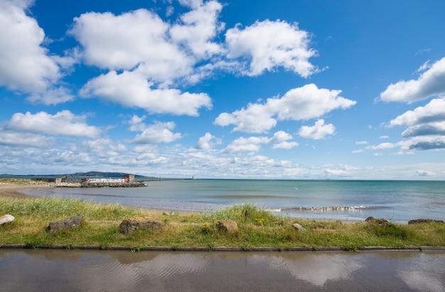 Paesaggio del litorale della baia di dublino