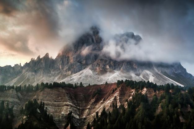 Paesaggio della catena montuosa
