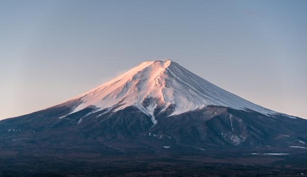 Paesaggio della montagna del vulcano del giappone fuji in inverno