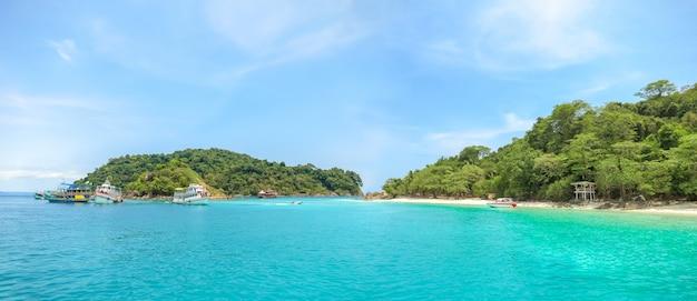 Paesaggio della spiaggia intorno a koh chang thailand.