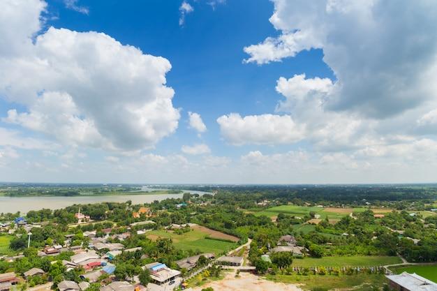 Paesaggio della tailandia della città rurale e moutain