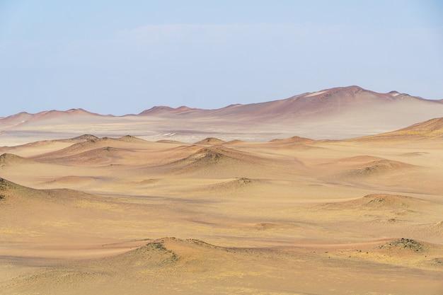Paesaggio di bellissime dune di sabbia del deserto