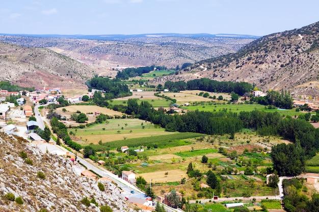 Paesaggio di montagna rurale vicino a albarracin. aragona