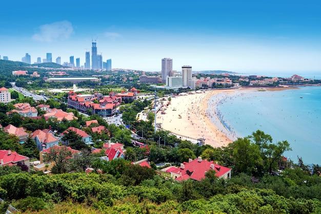 Paesaggio di una città e della sua baia