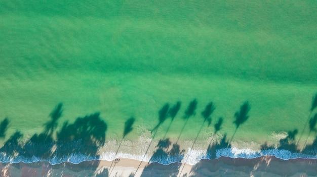 Paesaggio di vista aerea della spiaggia o della spiaggia, krabi tailandia.