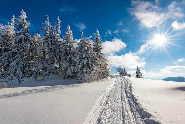 Paesaggio invernale mozzafiato e pittoresco