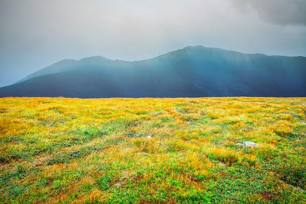 Paesaggio montano in autunno