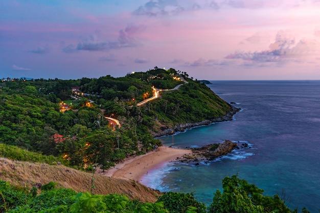 Paesaggio natura e isola con cielo notturno
