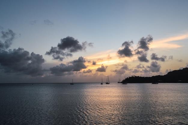Paesaggio nel mare