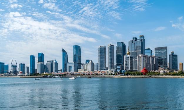 Paesaggio urbano architettonico della linea costiera di qingdao e orizzonte urbano