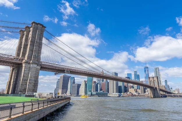 Paesaggio urbano del centro di new york manhattan del ponte di brooklyn