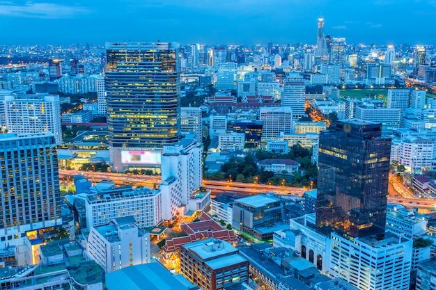 Paesaggio urbano di bangkok, distretto aziendale con alta costruzione
