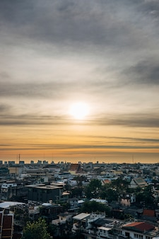 Paesaggio urbano nel tramonto e skyin bangkok tailandia