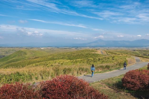 Paesaggio verde con sfondo di montagna aso, vista nella parte superiore della montagna da daikanbo