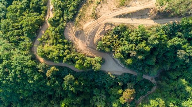 Paesaggio vista natura, estate una vista delle montagne in thailandia veduta aerea drone shot