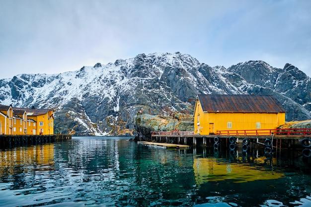 Paesino di pescatori di nusfjord in norvegia