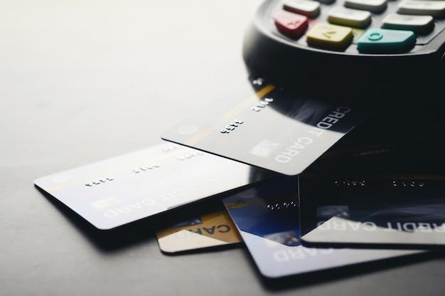 Pagamento con carta di credito, acquisto e vendita di prodotti e servizi