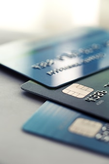 Pagamento con carta di credito di messa a fuoco selettiva per lo sfondo.