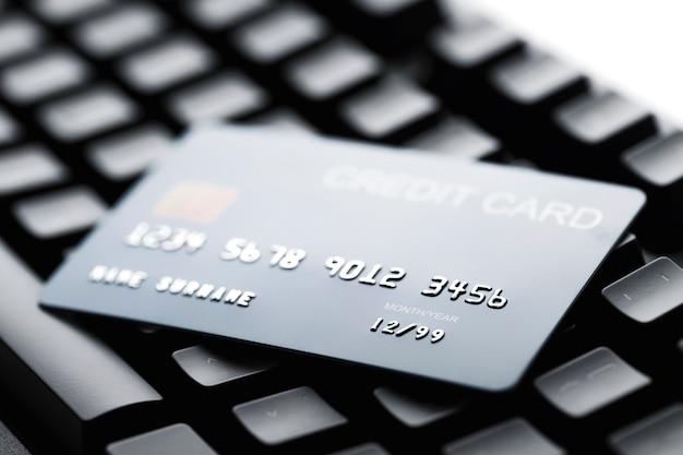 Pagamento con carta di credito online per acquisti da negozi online e acquisti online.