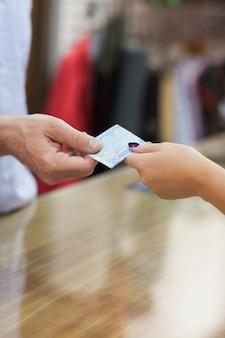 Pagamento con contanti al banco