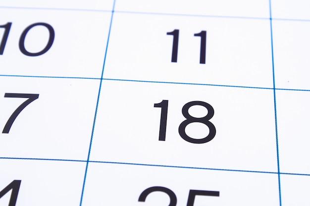 Pagina del calendario da vicino. grandi numeri sfondo della pagina del calendario. numero 18