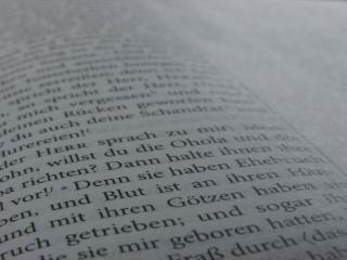 Pagina della bibbia, la religione