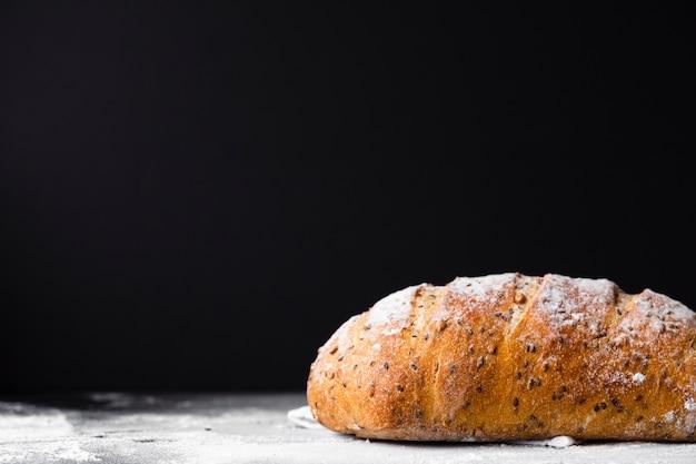 Pagnotta di pane con semi