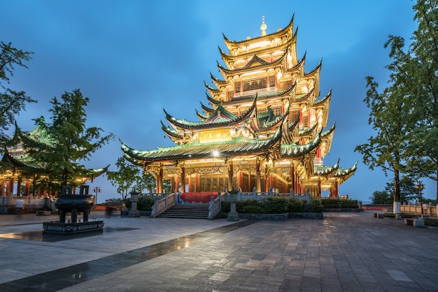 Pagoda del tempio di architettura antica nel parco, chongqing, cina
