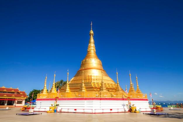 Pagoda di tachileik shwedagon, tachileik, myanmar
